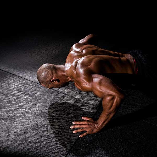 Muskulöser-schwarzer-Mann